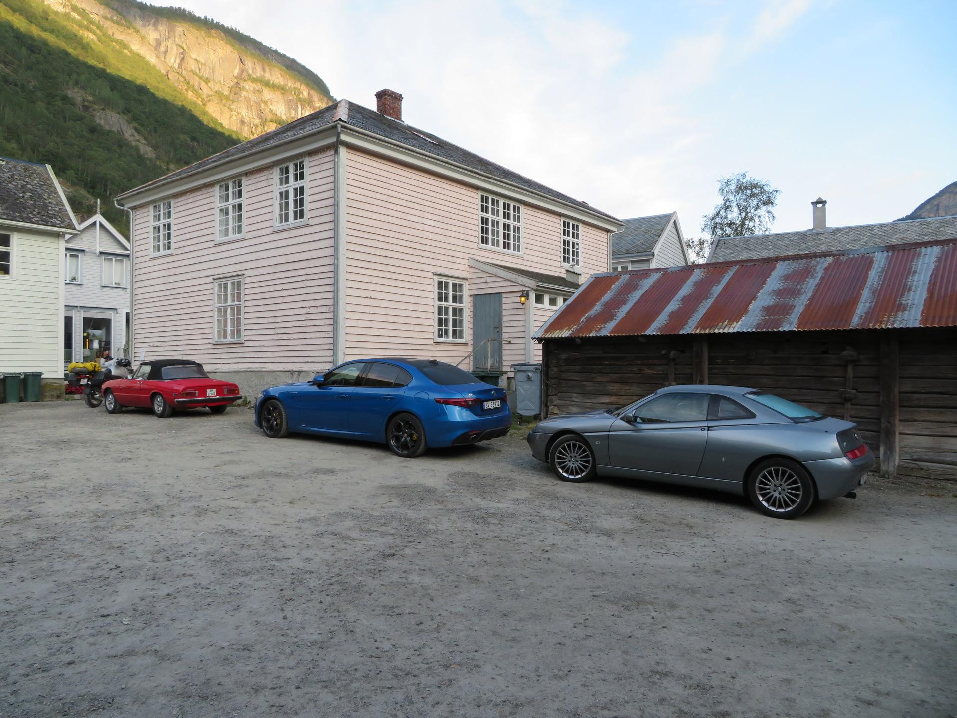 Bakgården til Lærdalsøren hotell (3).JPG