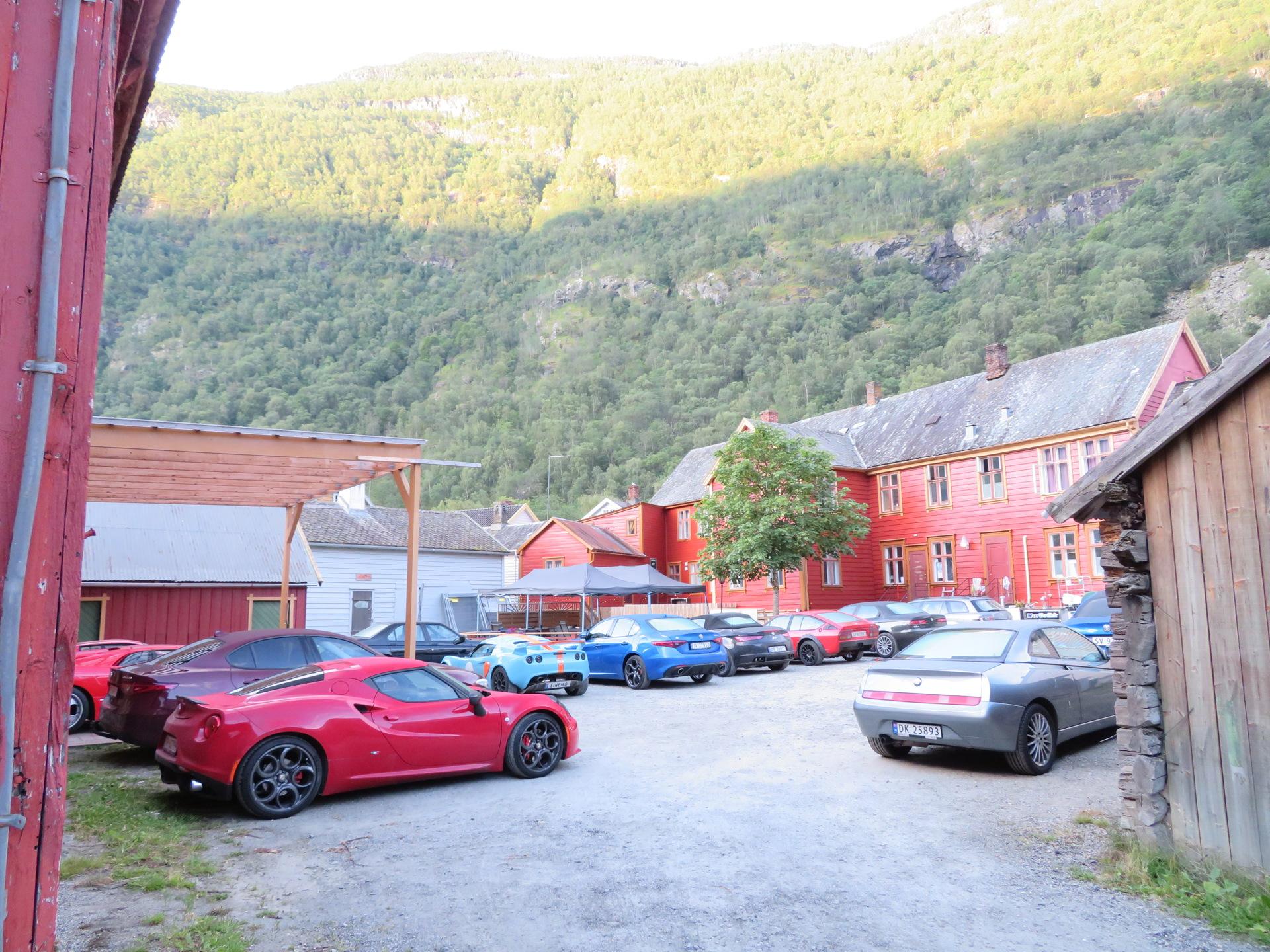 Bakgården til Lærdalsøren hotell (5).JPG