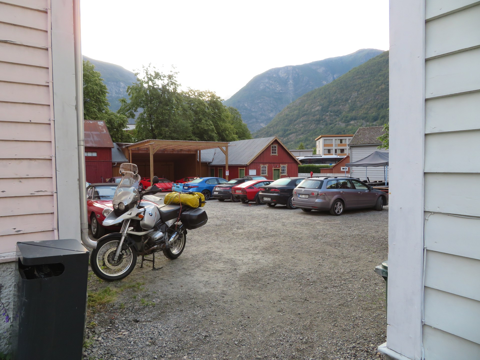 Bakgården til Aurdalsøren hotell (2).JPG