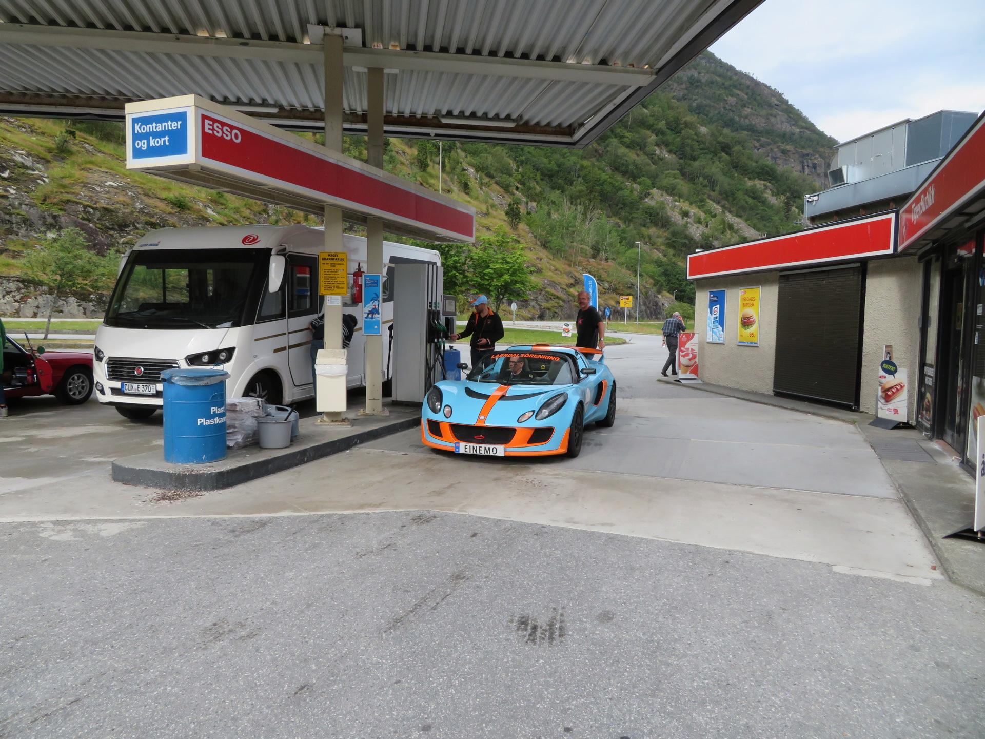 Drivstoff og samling før kjøretur (1).JPG