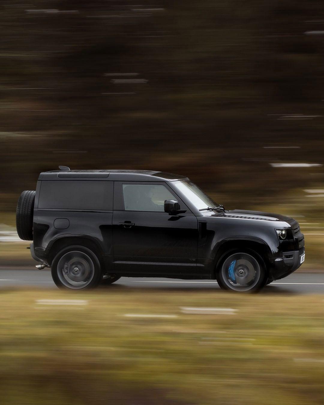 Land Rover Defender 90 V8 Supercharged.jpg