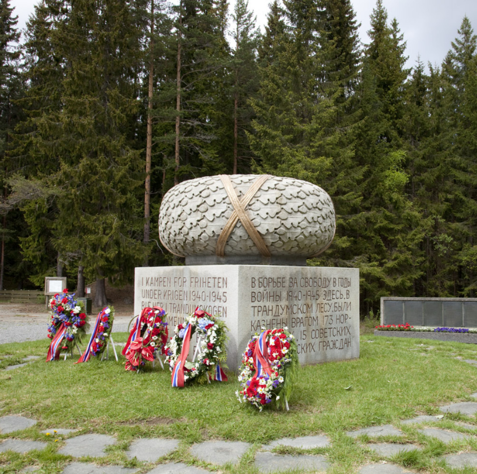 Minnesmerke på Trandumskogen.png