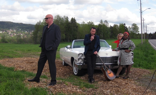 """Showet """"Let It Rock"""". Amcar Lillestrøm stilte med biler og publikum ved photoshoot den 20.05.2009, ved pressevisningen den 19.08.2009 og  ved premièren den 27.08.2009"""