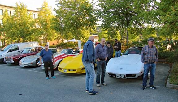 Hele 85 biler og enda flere blide og hyggelige mennesker møtte opp denne herlige sensommerkvelden. Kveldens Cruiser ble Per Mangerud med sin råe 1963 Ford Galaxie som kun hadde vært i Norge i 8 dager. Foto: Kjetil E. Nygaard