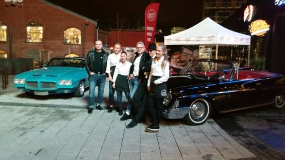 Amcar Lillestrøm stilte med biler og medlemmer da Johnny Rockets Diner åpnet på Storo i Oslo. Foto: Espen Hoftvedt
