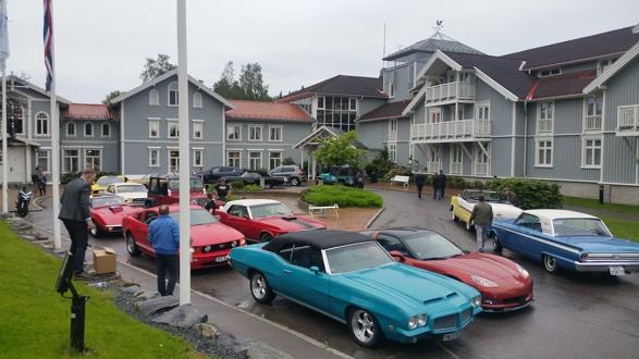 15 biler fra Amcar Lillestrøm møtte opp og kjørte ansatte ved Ford Norge til en fest på Losby Gods for deres selgere som har solgt mer enn 100 biler på ett år.