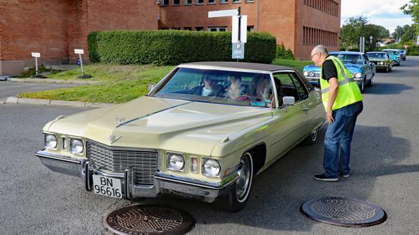 43 biler og enda flere festkledte damer var med på årets Ladies Cruising i Lillestrøm, onsdag 3. juli 2019. Foto: Kjetil E. Nygaard