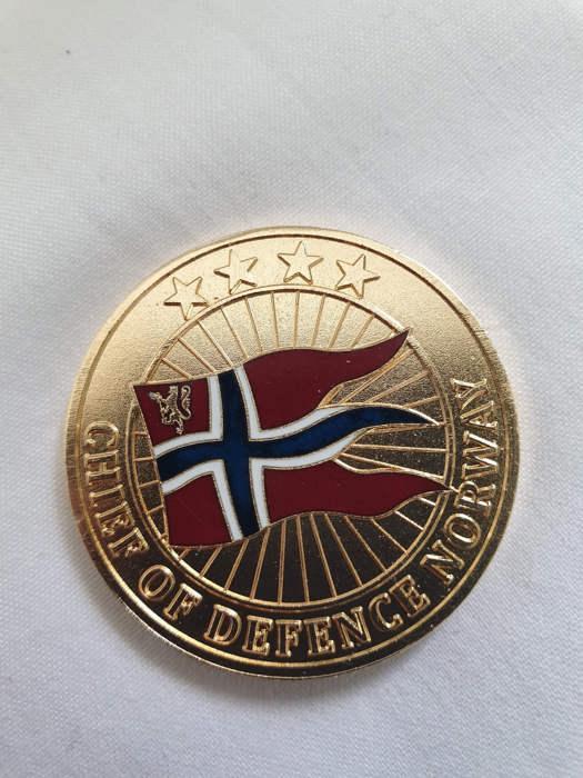 Coin tildelt Ole Vikre 3 juni.jpg