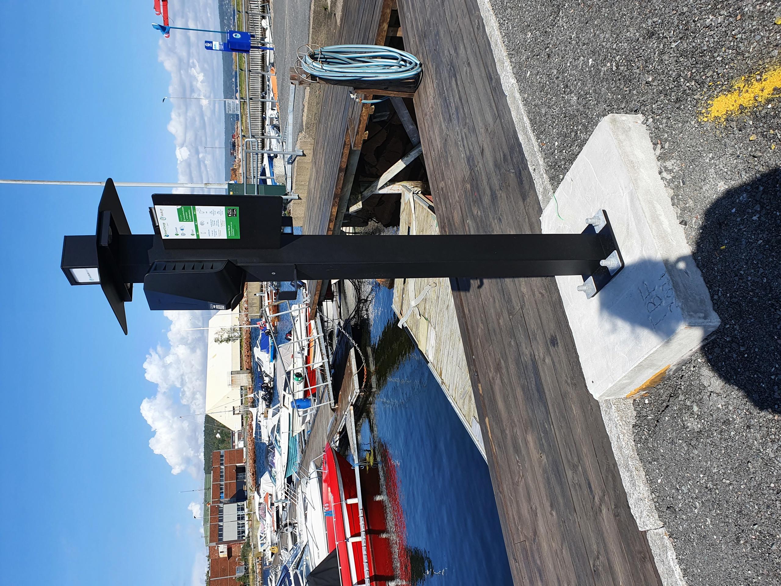 Ladestasjon EL-bat og -bil 01.jpg