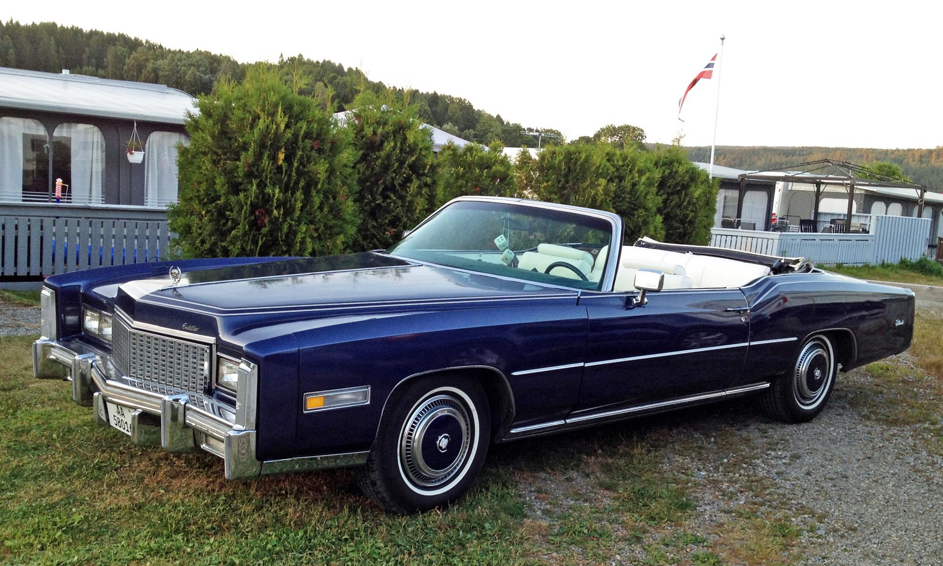 211-1976 Cadillac Fleetwood Eldorado convertible.