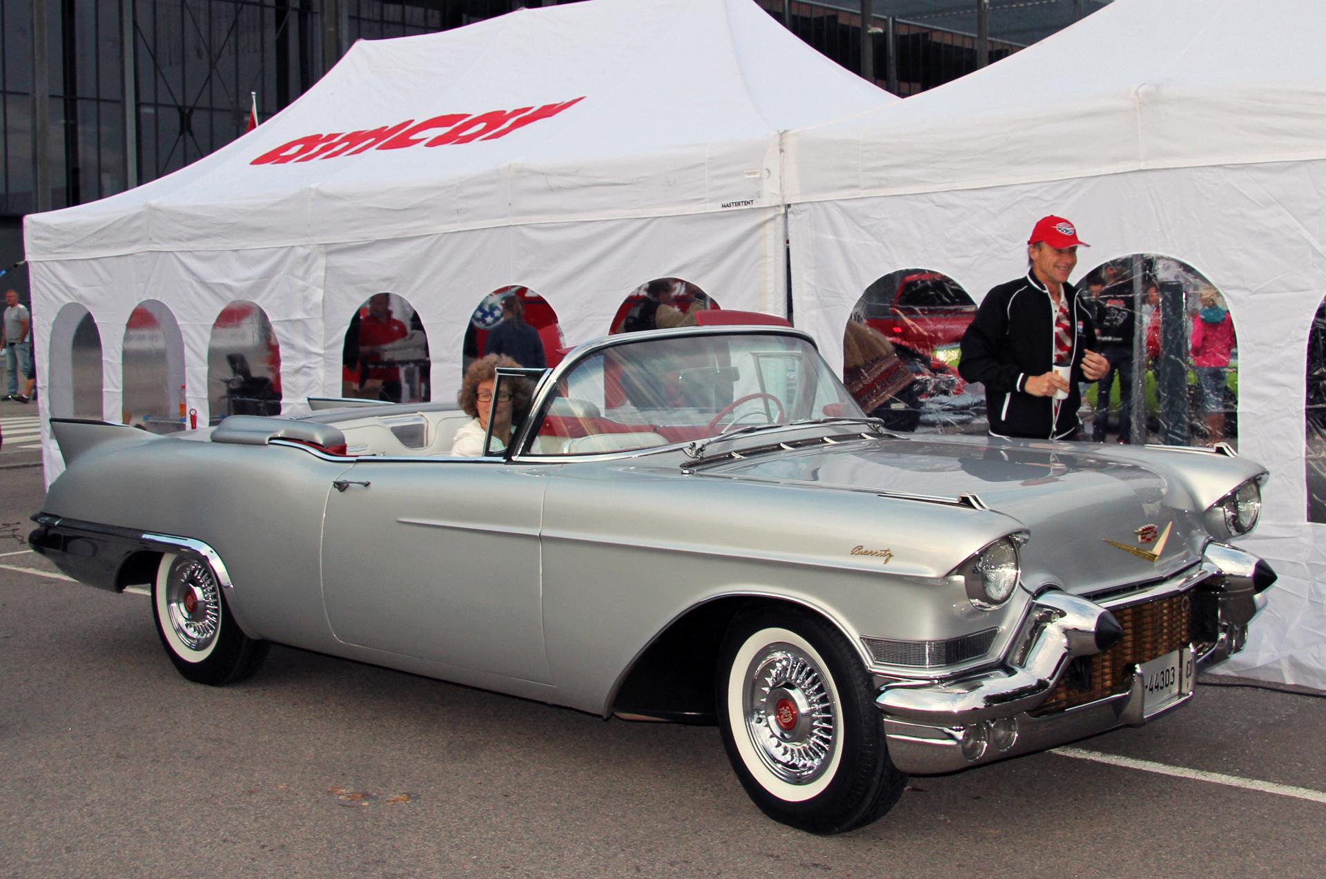 016-1957 Cadillac Eldorado Biarritz 01. Eier- medl