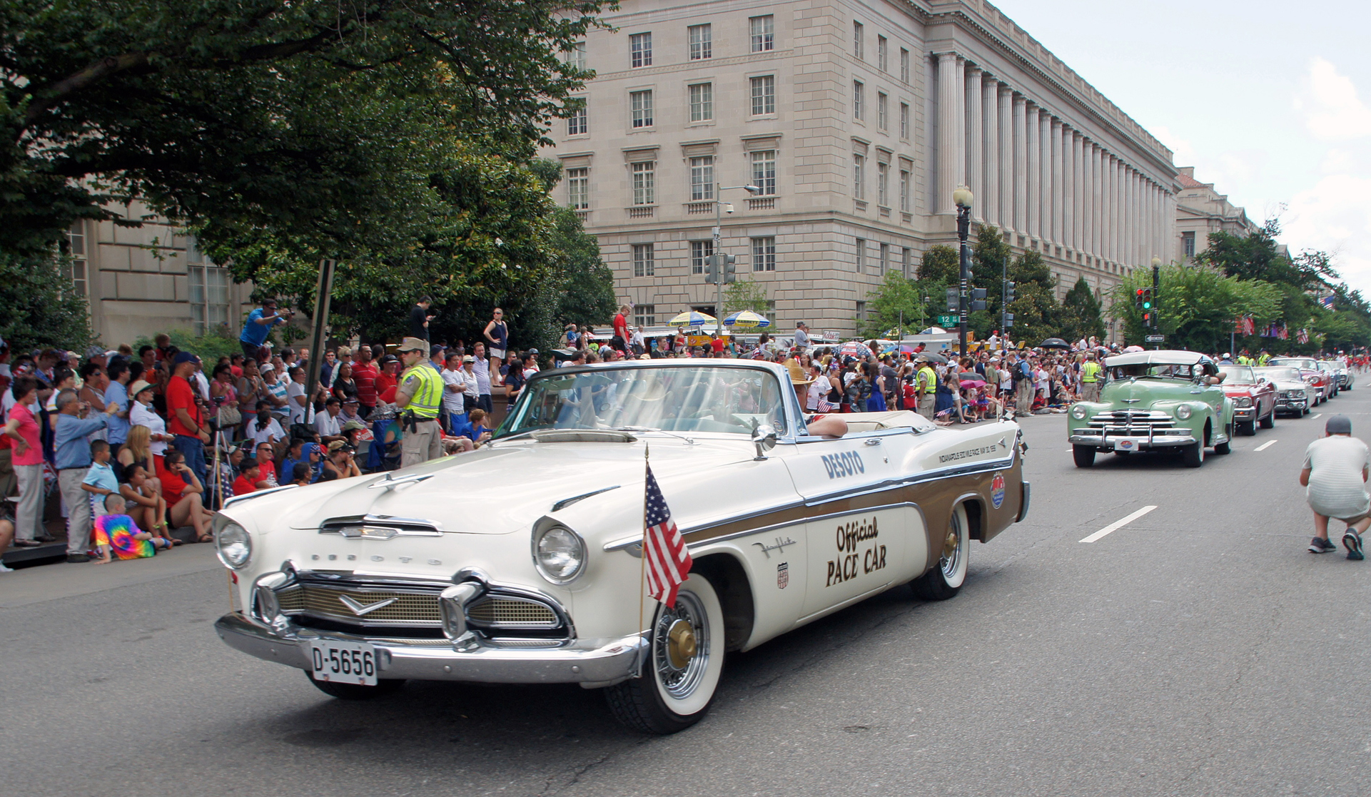 069-1956 Desoto Fireflite Indy Pace Car 02. Eiere-