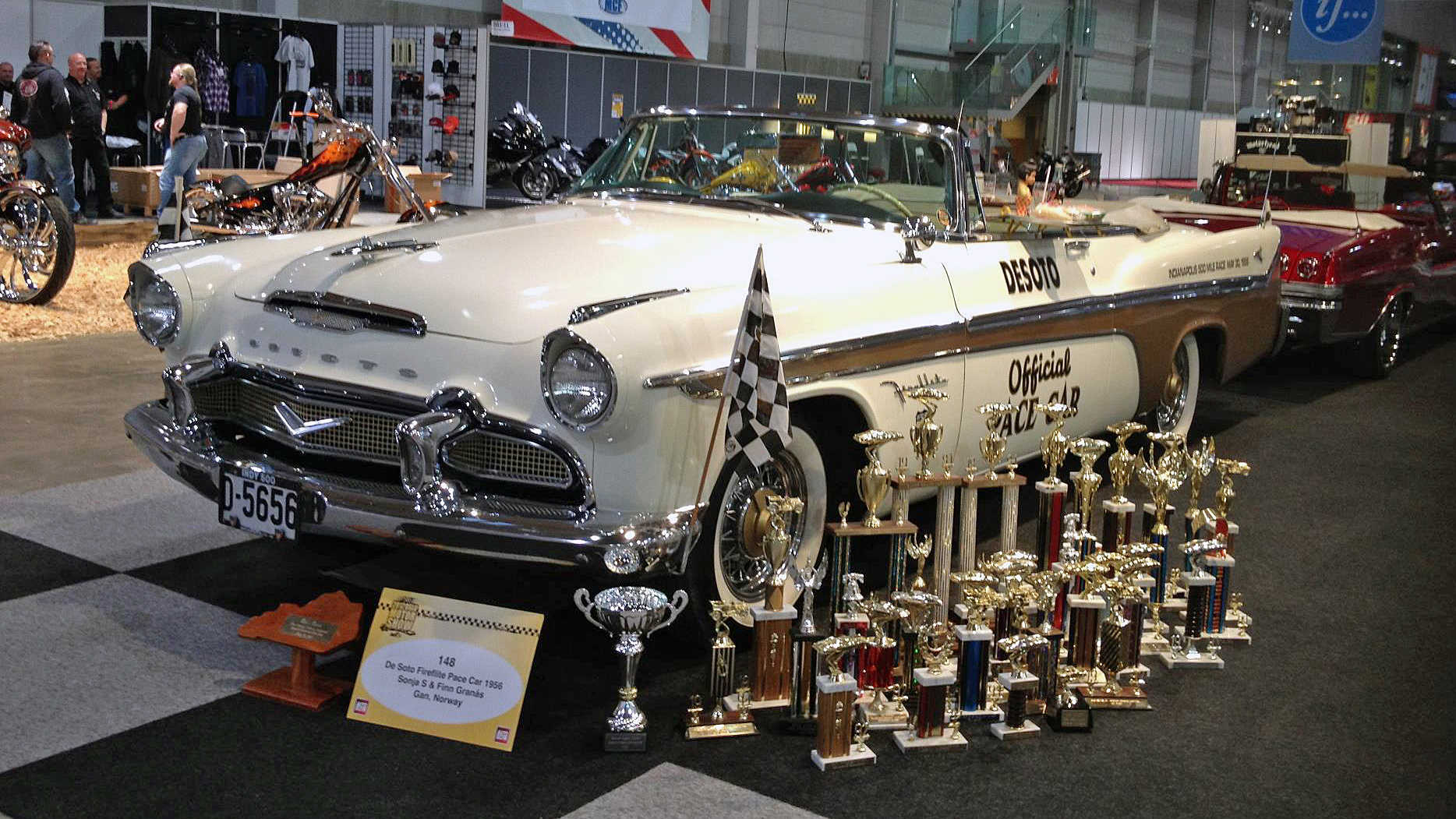069-1956 Desoto Fireflite Indy Pace Car 03. Eiere-