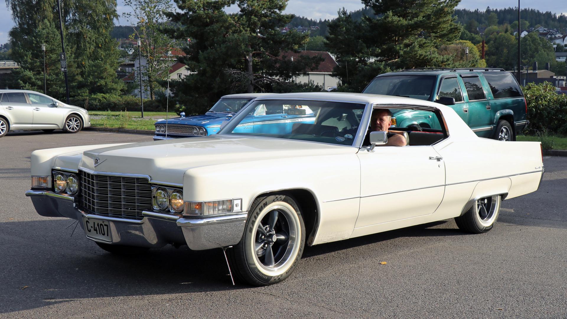 307-1969 Cadillac Coupe deVille 02. Eiere- medlem