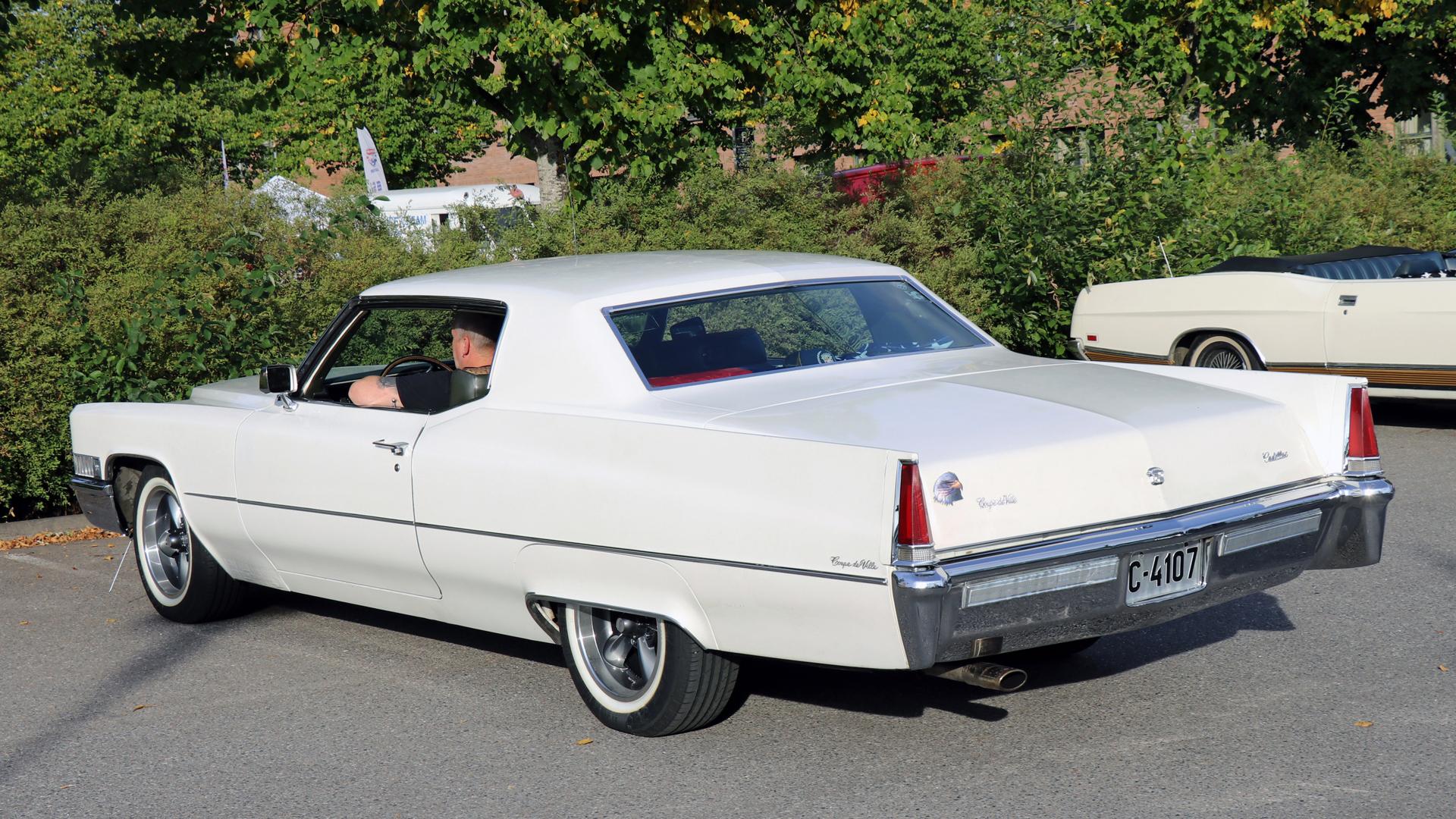 307-1969 Cadillac Coupe deVille 03. Eiere- medlem