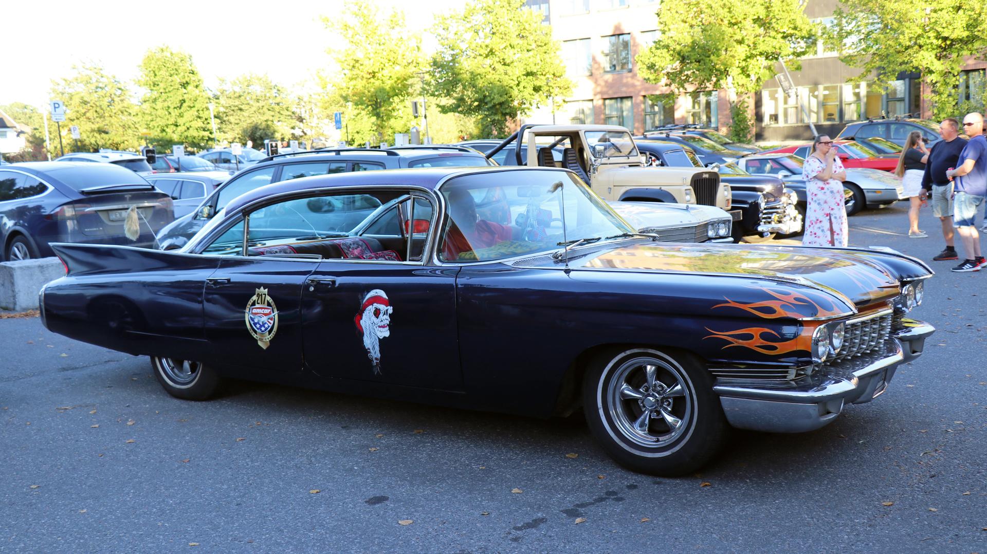219-1960 Cadillac Sedan deVille 01. Eiere- medlem