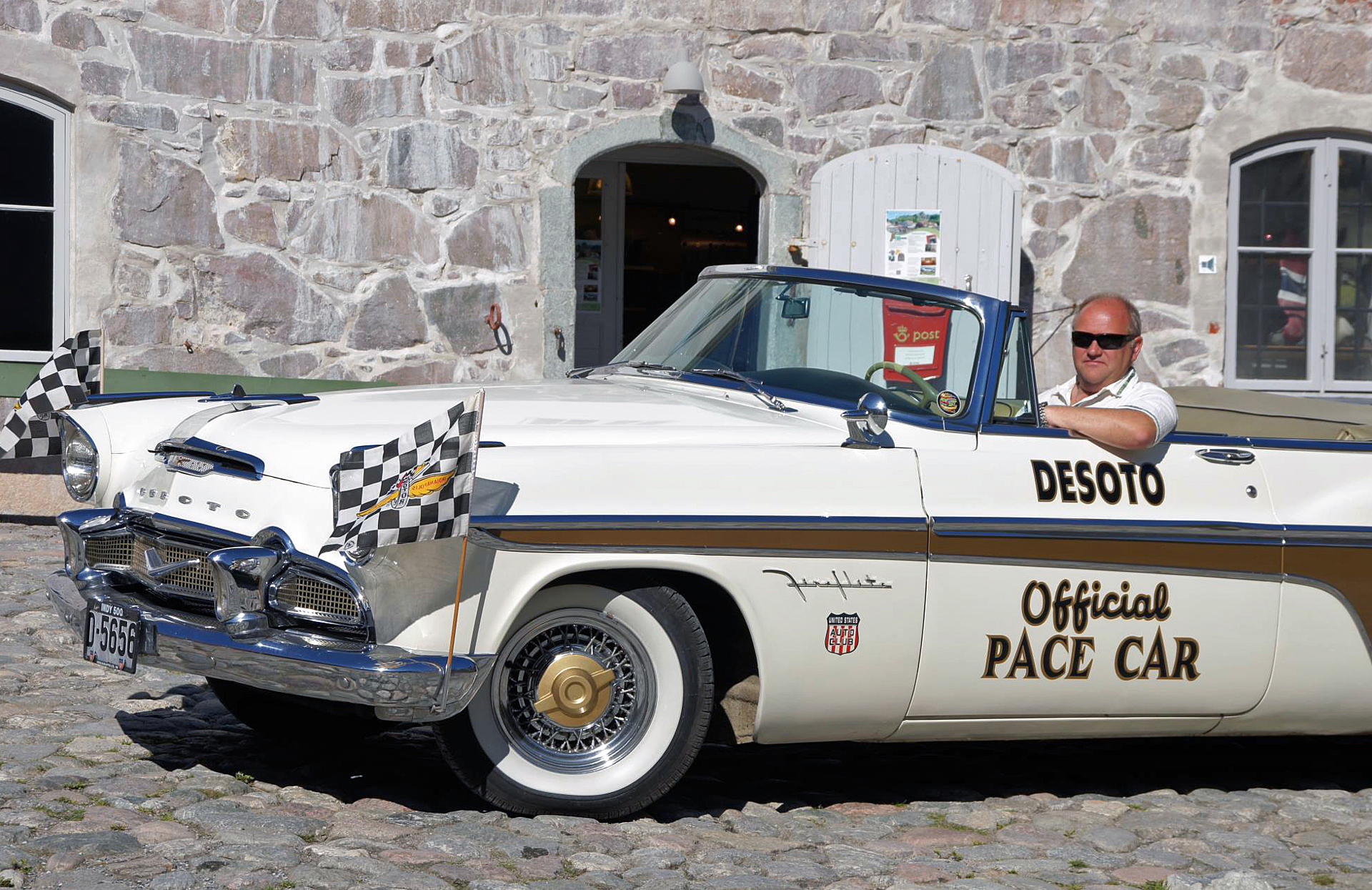 069-1956 Desoto Fireflite Indy Pace Car 01. Eiere-