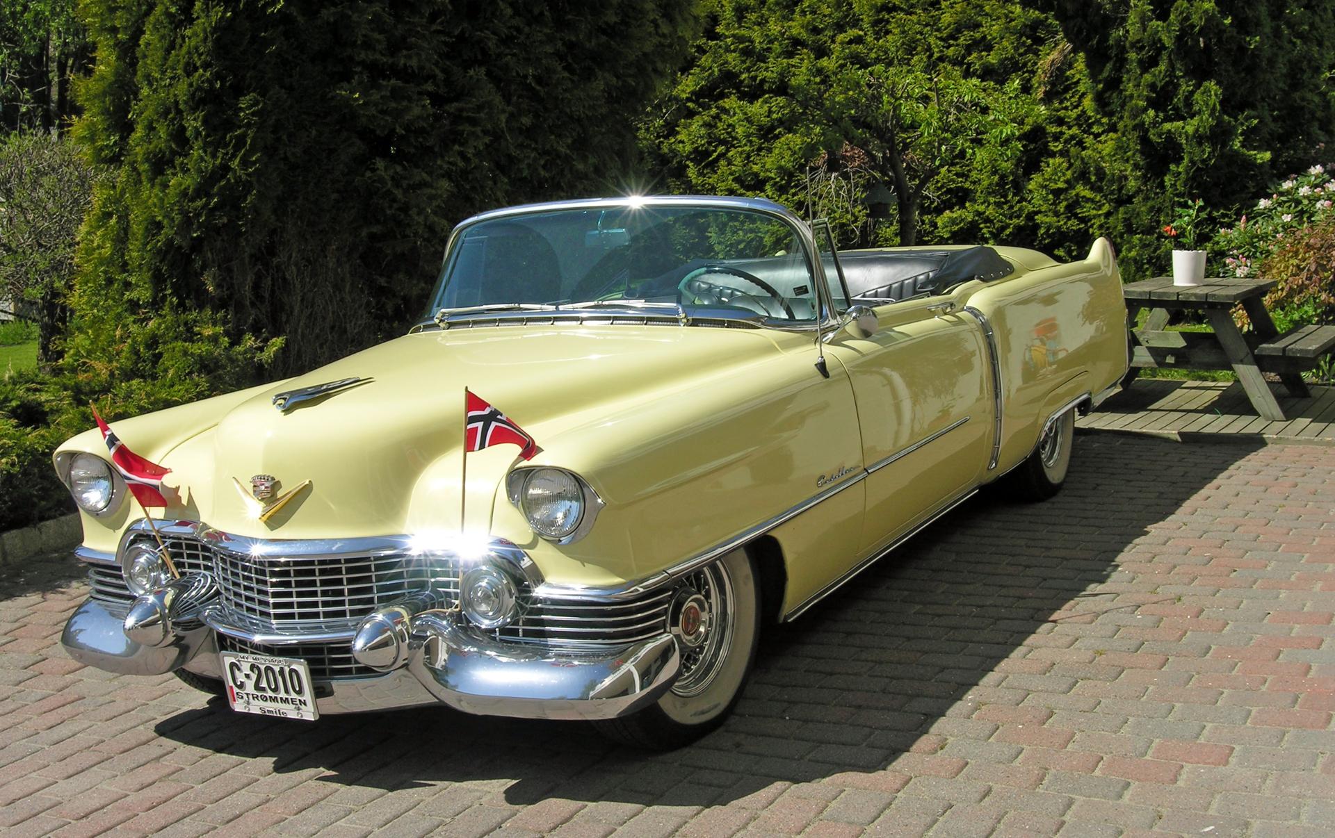 122-1954 Cadillac Series 62 convertible 01. Eier-