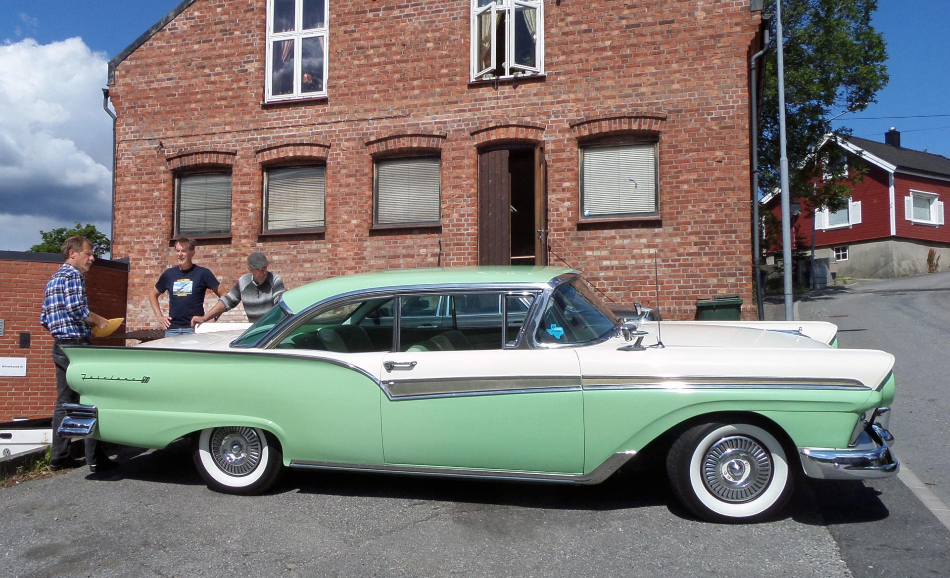 240-1957 Ford Fairlane 500 01. Eier- m edlem 240 P