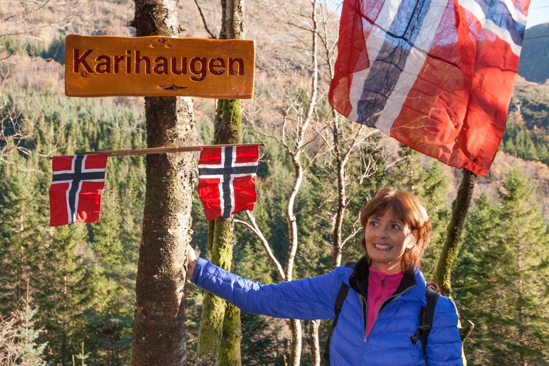 Karihaugen navngis av Kari Kobeltvedt.jpg
