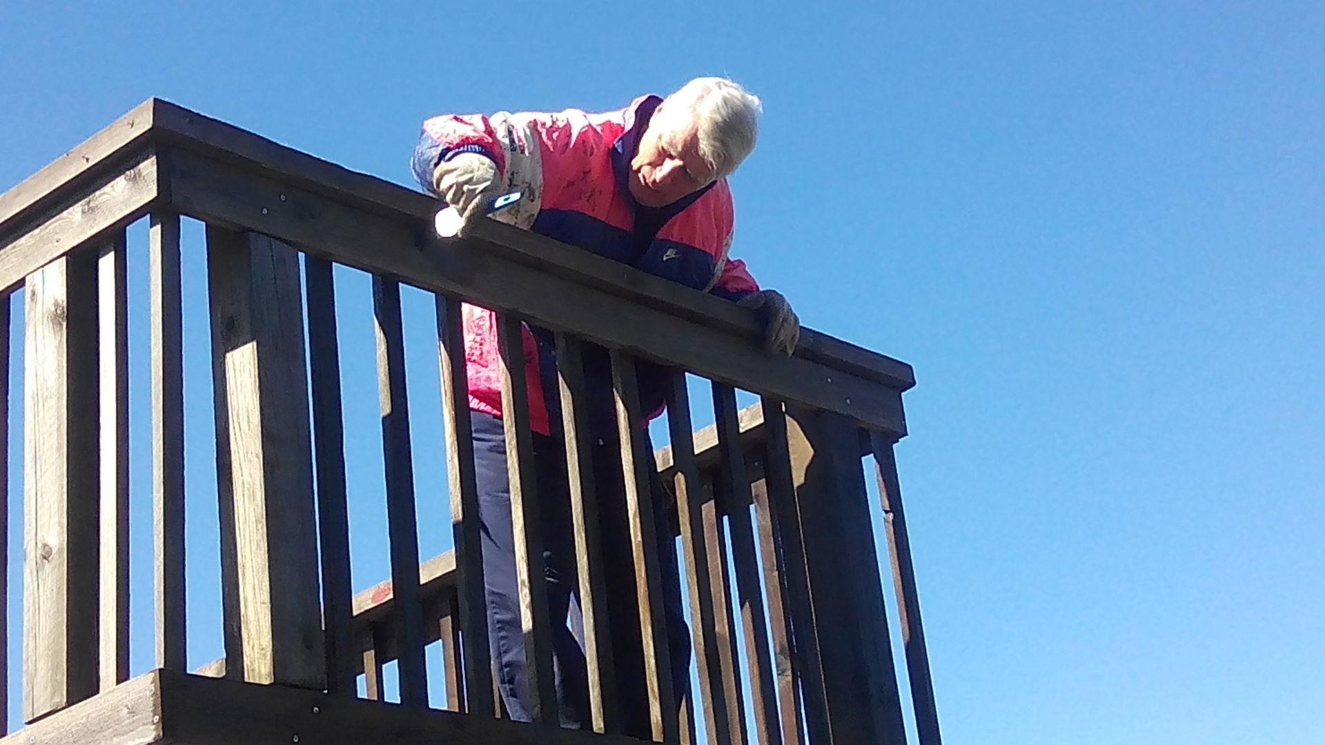 020  Svein på toppen av Granbakketårnet som her få