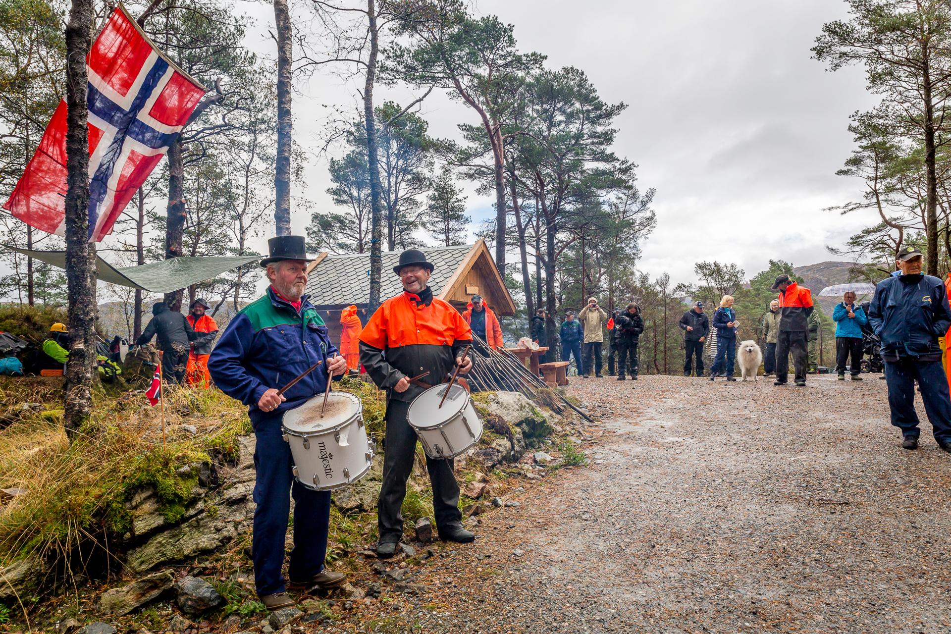 040  Åpningen av Hellemyrstien Med trommer, Tryggv