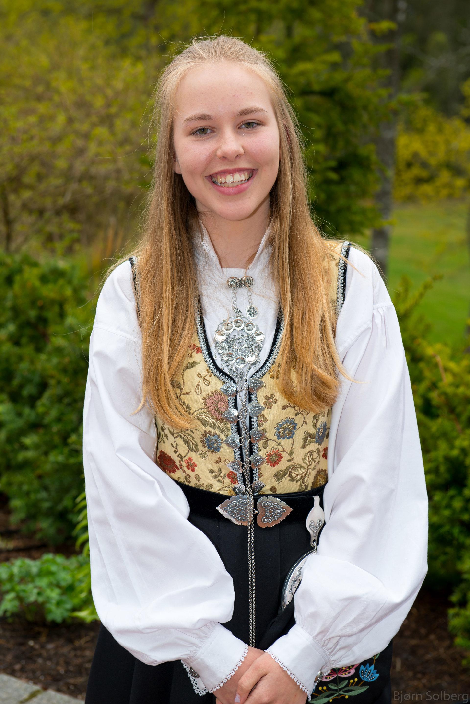 20140511-HSMK, konfirmant Kristina, Losby 2014-05-