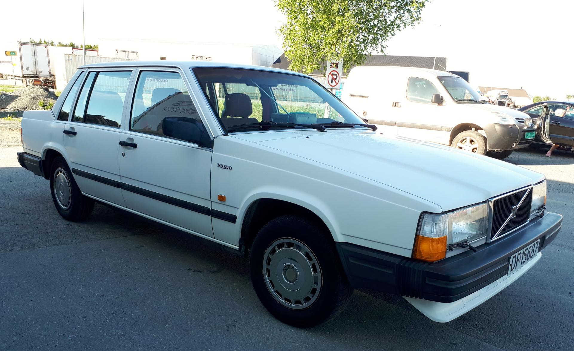 Volvo 740 1987mod (5).jpg