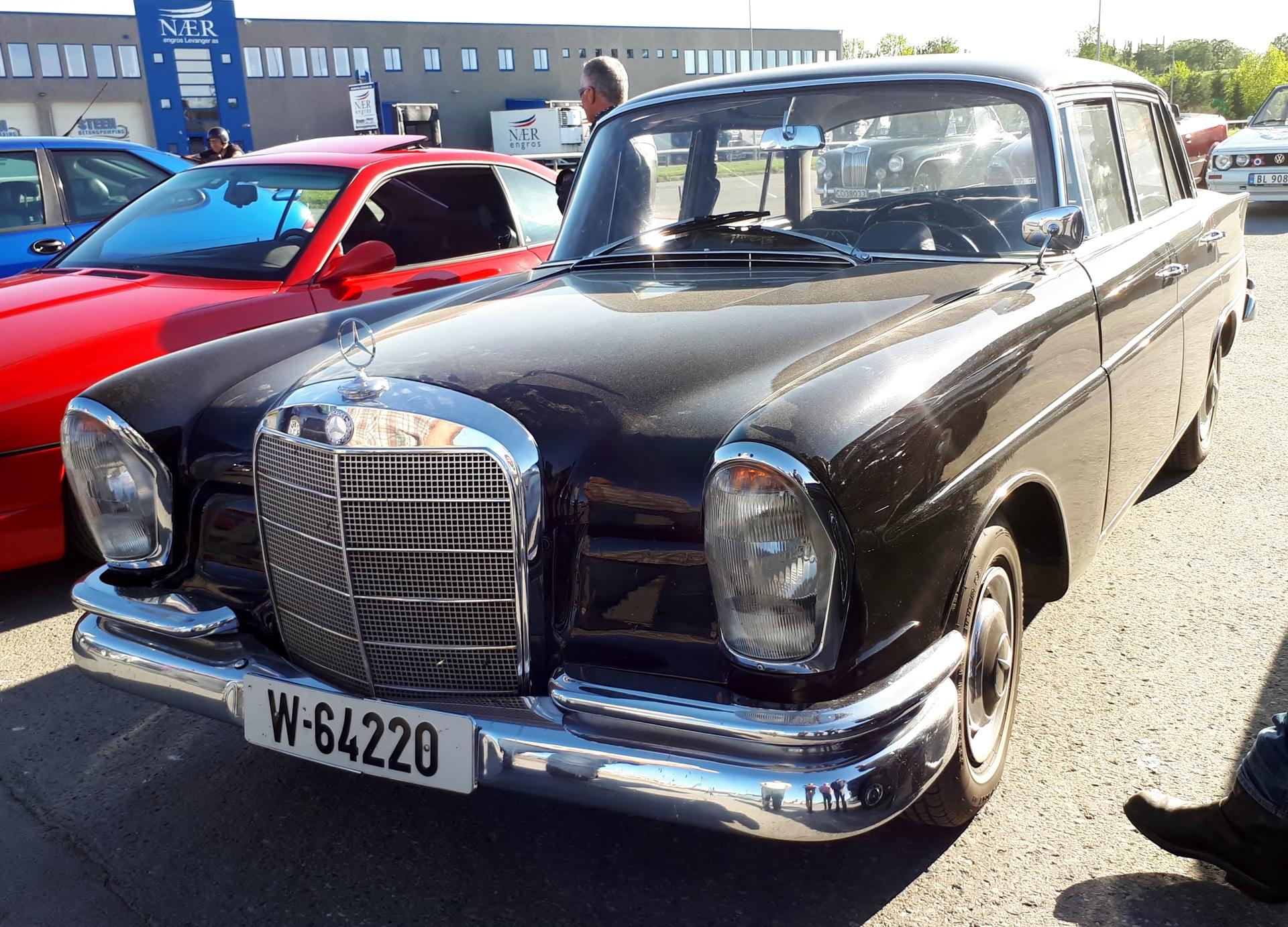 Mercedes 220.jpg