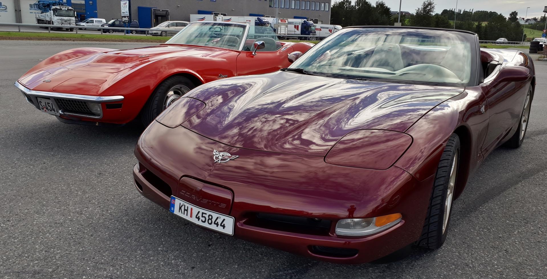 2 x Corvette.jpg